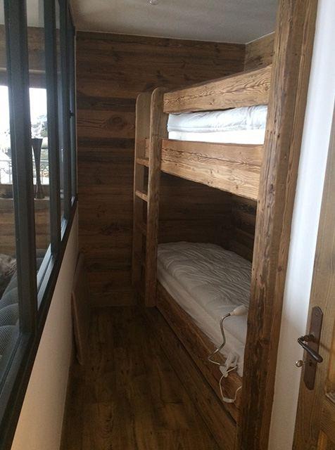 Lits superposés sur mesure en vieux bois