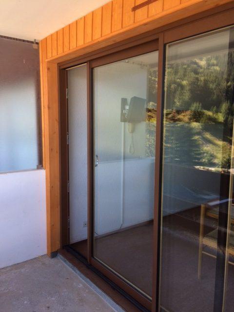 baies coulissante BOIS -ALU (bois massif à l'intérieur et profils Alu laqué aspect bois, à l'extérieur. Vitrage Phonique et isolant.