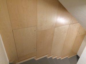 Habillages muraux en contreplaqué Bouleau et finition vernis en atelier
